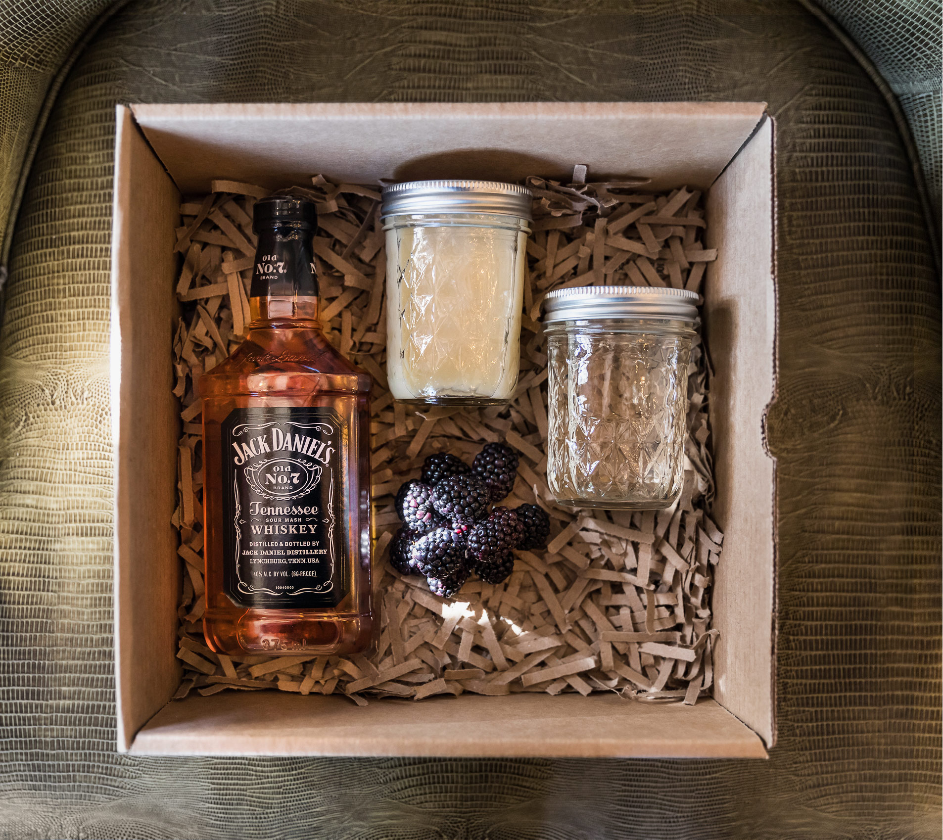 Jack Daniels drink kit with blackberries
